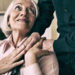 Jak przygotować seniora do przeprowadzki do domu opieki?