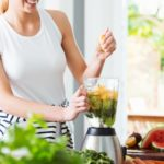 Kuchenni pomocnicy – sprzęty, które zaoszczędzą czas i przestrzeń
